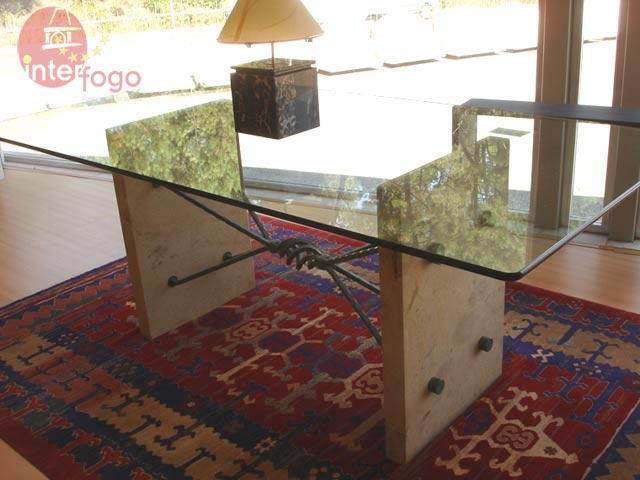 Compro Mesa em vidro e pedra