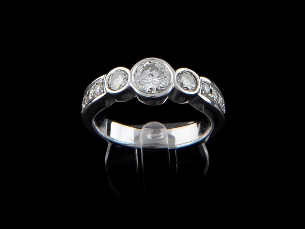 Compro Anel Ouro Branco Com Diamantes