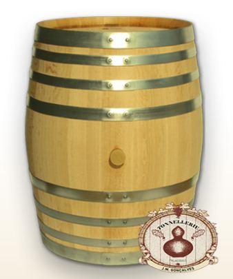 """Compro A barrica de 500 litros também designada de """"Pipa"""" teve ao longo do tempo um papel importante, pois serviu desde o início das transacções comerciais de vinho como unidade de medição e transporte."""