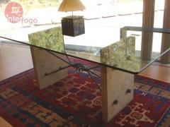 Mesa em vidro e pedra