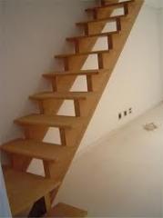 Escadas por medida em madeira