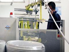 Equipamento para produção de tubos compostos