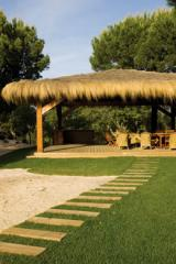 Pequenas estruturas e pérgolas em madeira