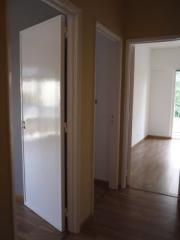 Pintura de portas e janelas com montagem de ferragens